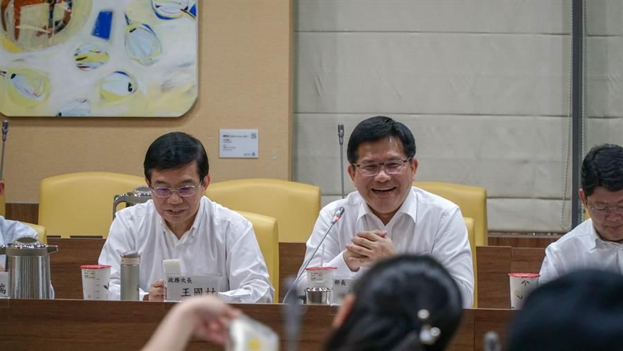 交通部長林佳龍。(右/交通部提供)