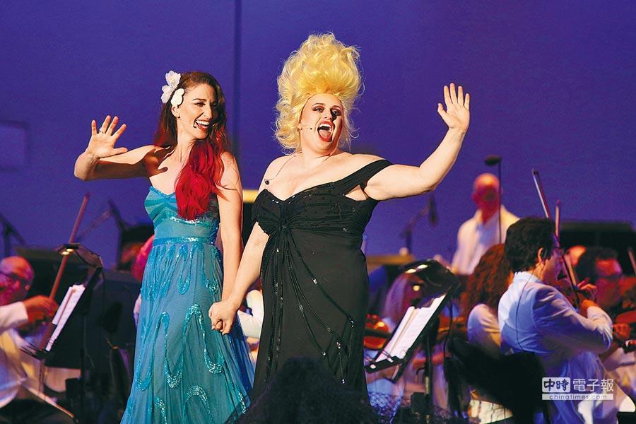 《歌喉讚》裡面的胖艾咪(右)化身《小美人魚》動畫交響音樂會裡八爪章魚女巫烏蘇拉,首演軋一腳。(牛耳提供)