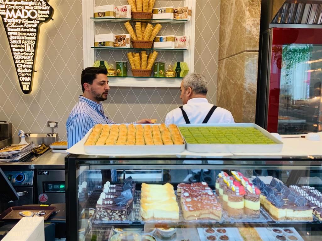 MADO冰淇淋每個月會輪流有土耳其的專業師傅進駐台灣指導。(吳奕萱攝)
