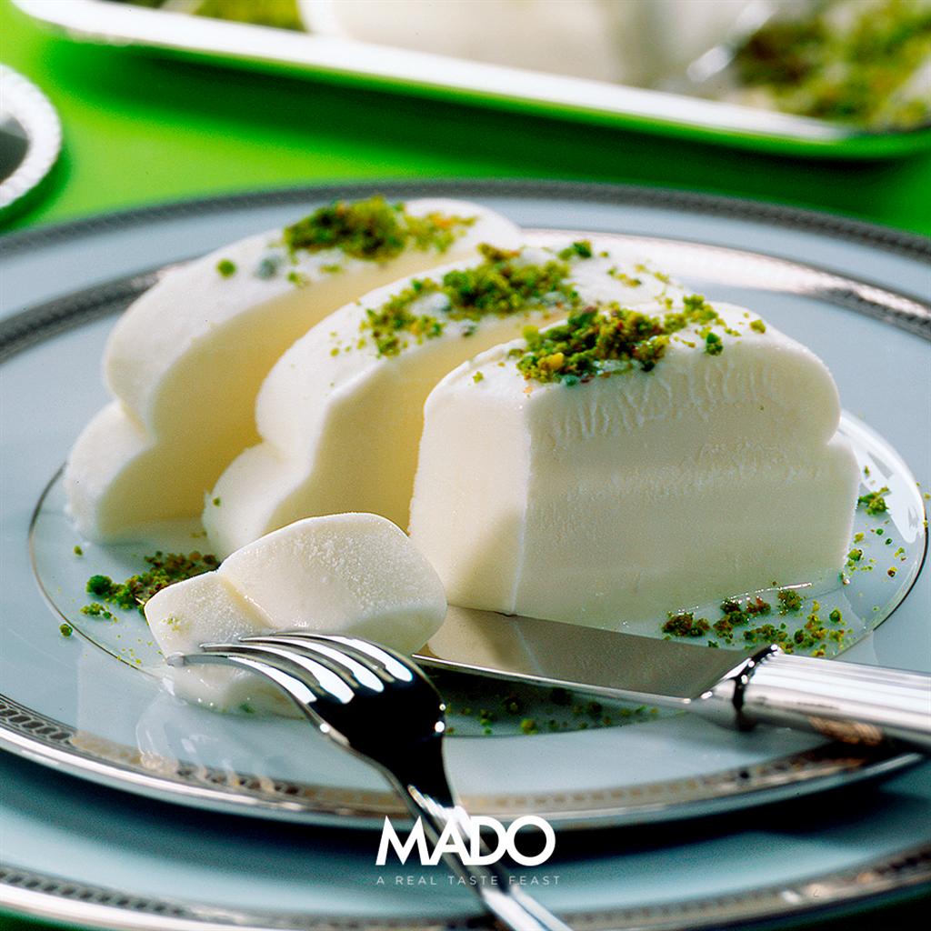 MADO摩登傳統冰淇淋,需要用刀子一口口切開來吃。(MADO提供)