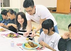 型男主廚阿華師 虎井嶼教學童西餐禮儀