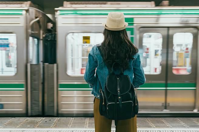 大陸地鐵貼8禁止標語 網嘖嘖稱奇(示意圖/達志影像)