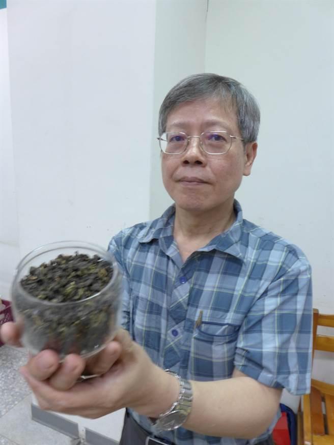 中興大學生物科技學研究所教授曾志正經5年研究,發現「四季春」含有茶飢素,可幫助提升人體代謝。(林欣儀攝)