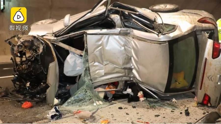 女駕駛隧道內自撞身亡。(翻攝梨視頻)