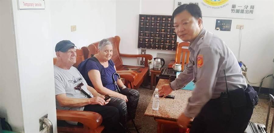 8旬法籍國旅客來台環島迷路,員警熱心服務及相助。(廖素慧翻攝)