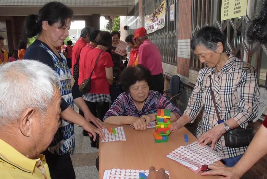 彰化縣政府舉辦桌遊盛宴,更首創「桌遊行動車」,深入偏鄉。(吳敏菁攝)