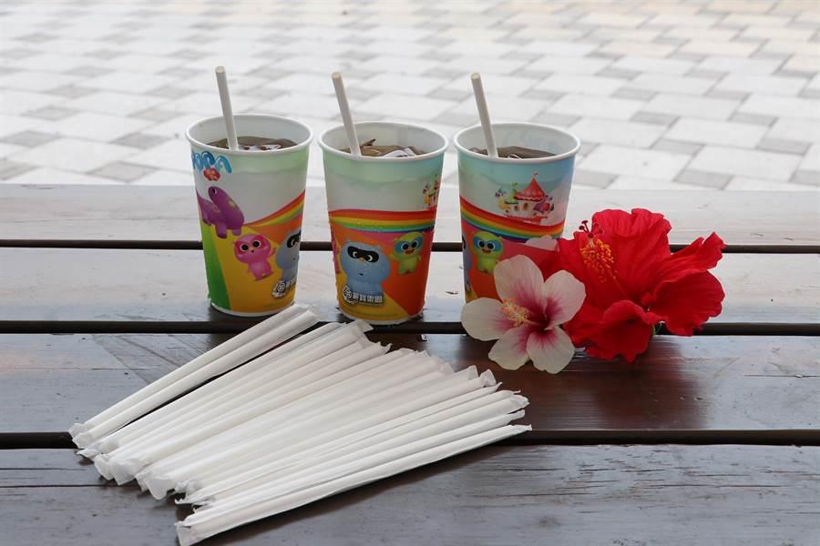 麗寶樂園響應世界地球日,園區全面改用紙吸管。(王文吉攝)