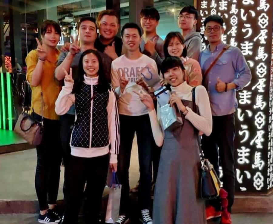平日下班後楊惠如與同仁們會一同吃飯聚餐。(圖/永慶房屋 提供)