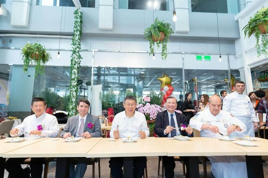 MADO南港店24日開幕,台北市長柯文哲出席參與。(北市府提供)