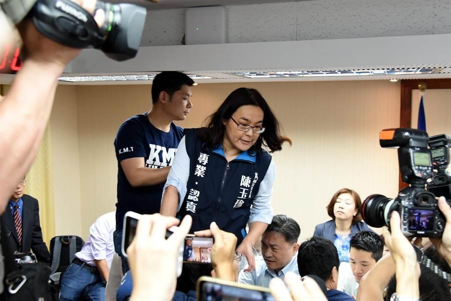金門立委陳玉珍「一女當關」,在立法院力戰綠委之一。(陳玉珍立委辦公室提供)