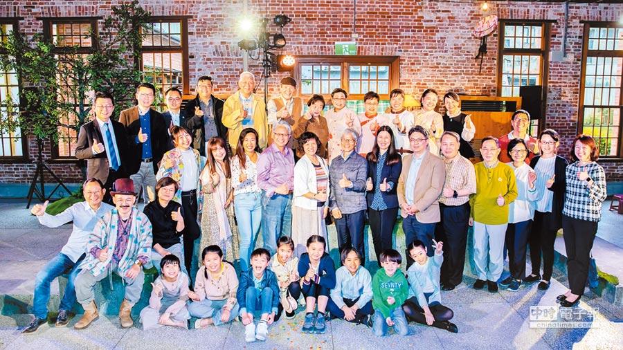 新壽慈善基金會與果陀劇場攜手點燃台灣「創意老化」風潮,生命劇場創造不同世代的溝通交流機會。圖/郭亞欣