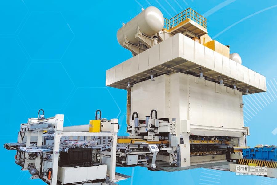 苙億的「NC三次元移送裝置」與沖床同步運作,可達到有效節能與高效率產出的目的。圖/業者提供