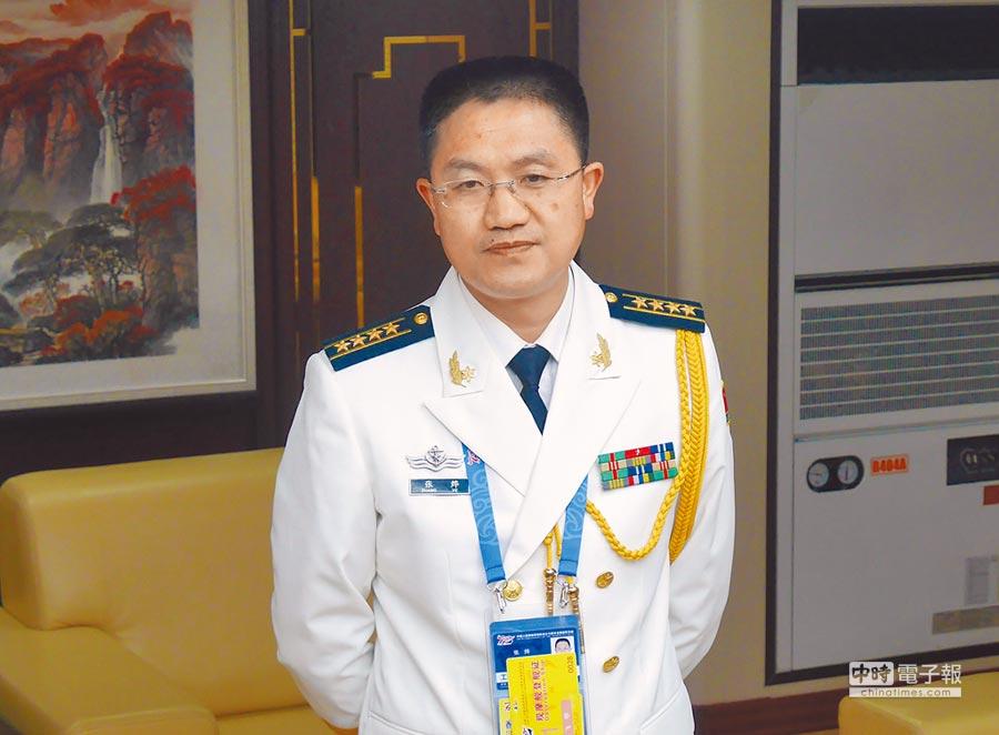 大陸海軍研究院研究員張燁23日表示,此次海上閱兵反映海軍向世界展示開放、透明的姿態。(記者陳君碩攝)