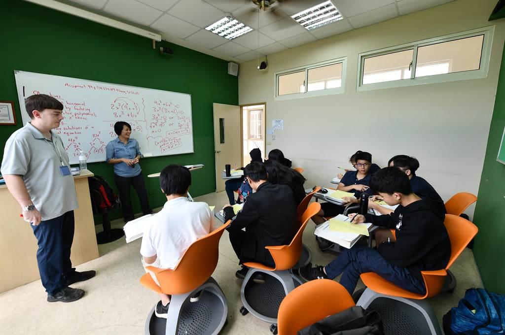 小班制上課,逾半數是外籍老師。(沈揮勝攝)