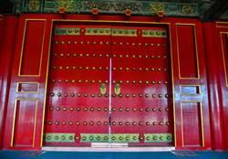 為何紫禁城大門上有這麼多圓釘子?