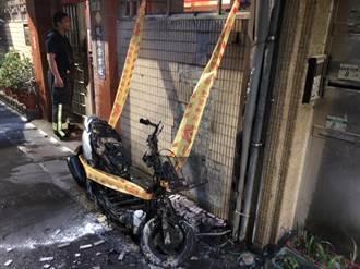 機車突然起火燃燒  民眾懷疑遭縱火