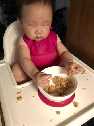 放女兒自己吃飯 5分鐘後媽崩潰