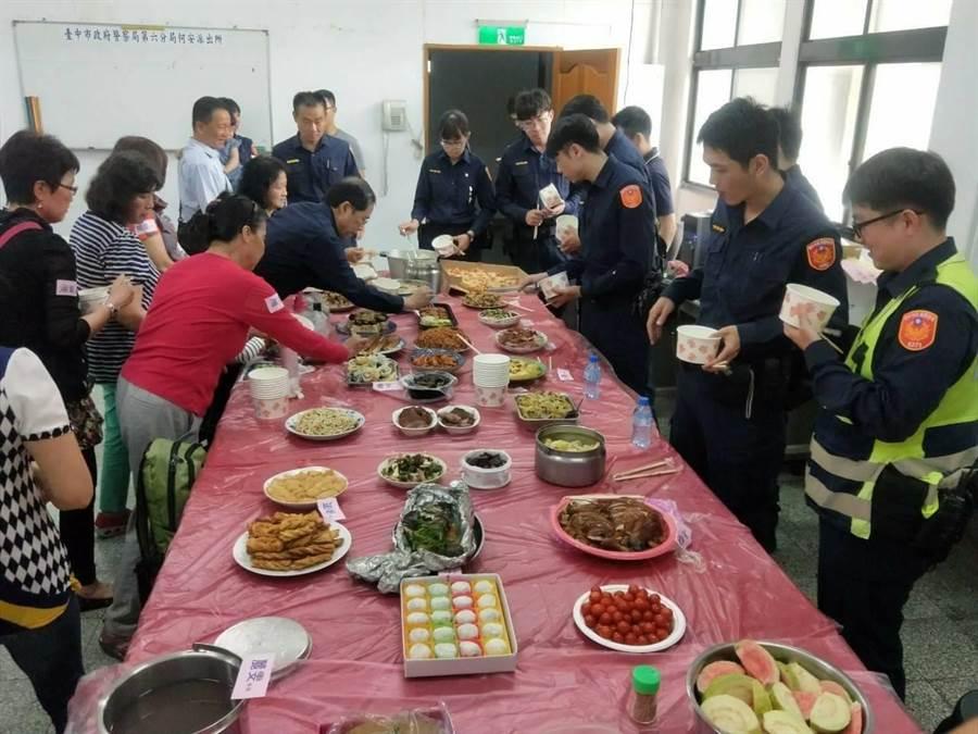 1人1菜讓員警在充飽體力後,又能繼續為轄區治安努力打拼。(陳世宗翻攝)