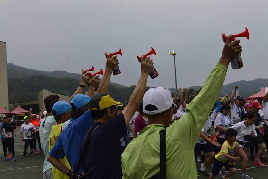 新北市石碇區公所與愛路迷協會於2019年4月28日假華梵大學共同舉辦石碇.華梵馬拉松路跑活動。(葉書宏翻攝)