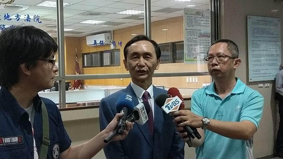 總統府秘書長陳菊自訴吳子嘉(中)涉嫌誹謗。(報系資料照 王己由攝)