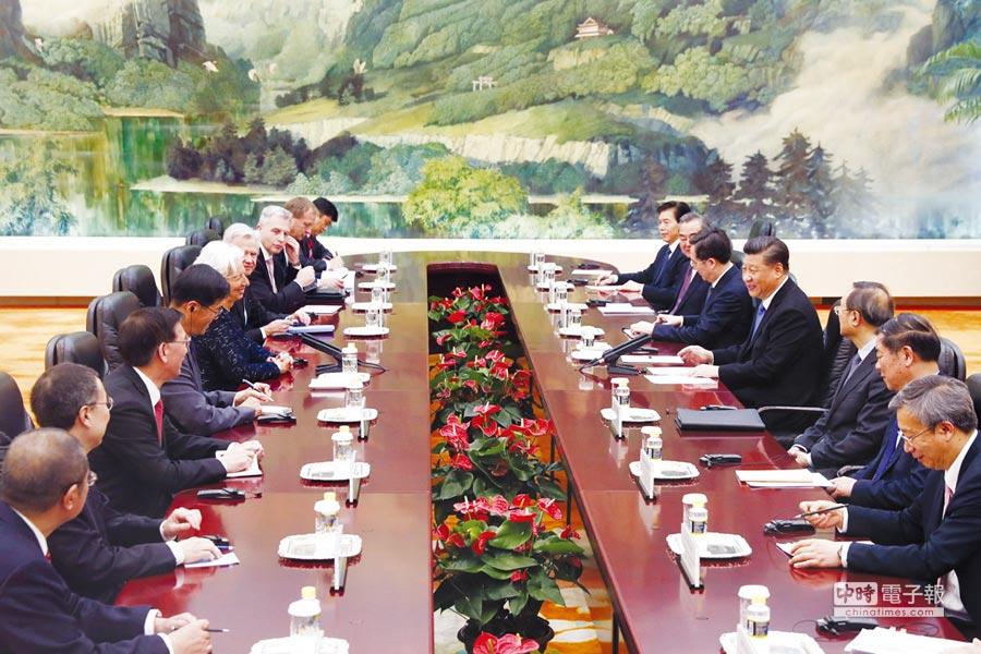 大陸國家主席習近平在北京人民大會堂會見國際貨幣基金組織總裁拉加德。圖/中新社