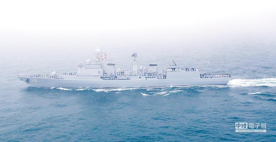 大陸海軍從近海走向遠洋。圖為石家莊號導彈驅逐艦。(新華社資料照片)