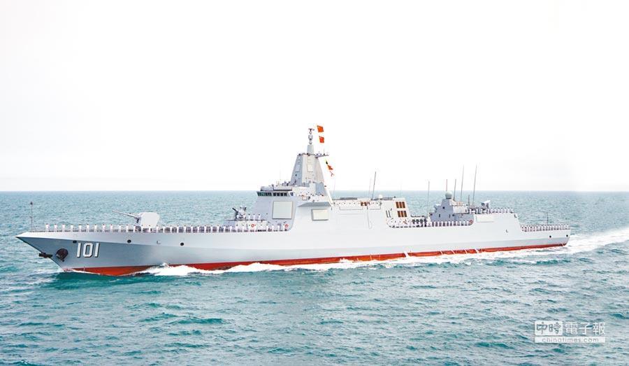 首次公開亮相的055型驅逐艦首艦:南昌艦,其舷號「101」引人注目。(吳浩宇攝)