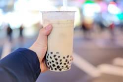 珍奶到底怎麼喝?日本人崩潰求解
