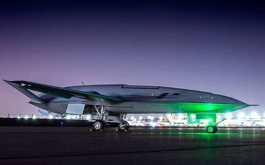 被視為將大幅改變航母及其艦載機戰術的艦載無人空中加油機MQ-25,即將進行首次飛行。(圖/波音公司)
