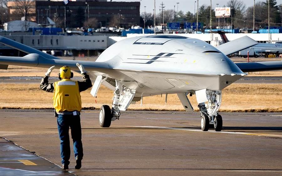 首架艦載無人空中加油機MQ-25地面測試進展快速,即將首飛。(圖/波音公司)