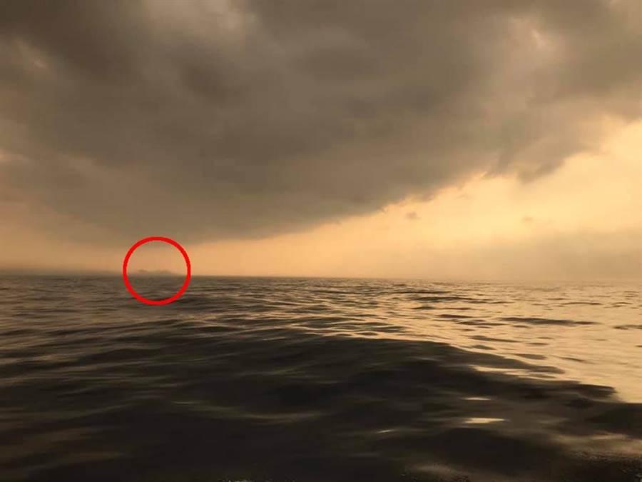 原PO提到,當時船艏並非朝向彭佳嶼,而且雷達觀測也沒有偵測出前方有島嶼或礁石。(圖/翻攝自臉書《爆料公社》)