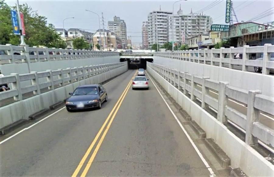 台中鐵路高架化,仍有包括太原路等五處地下道未填平,市府26日公布「今年下半年動工」的好消息。(盧金足翻攝)
