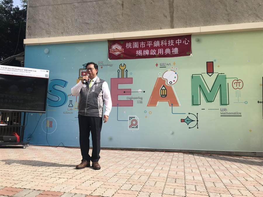 桃園市長鄭文燦解釋桃園市食安檢舉獎金發放。(呂筱蟬攝)