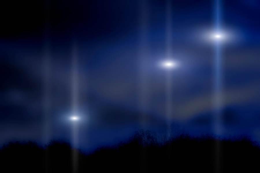雷雨夜空神秘UFO突現身!澳警驚呼:我們不孤單(示意圖/達志影像)