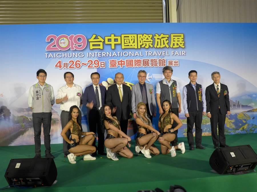 為期4天的「2019台中國際旅展」開跑,業者推出優惠、搶攻暑假旅遊大餅。(林欣儀攝)