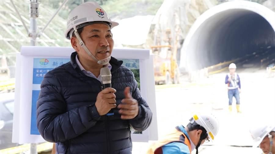 新北市政府首創全國施作的安坑1號道路2期近接三連孔隧道工程,突破工程界重大挑戰。(葉書宏翻攝)