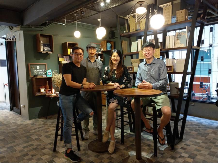 未艾公寓策展主持人Chris(左起)、「Chocolat R」創辦人Blue、比漾廣場董事長潘慧珍、書粥創辦人高耀威今一起出席「比漾廣場微型店」開幕派對。(比漾廣場提供)