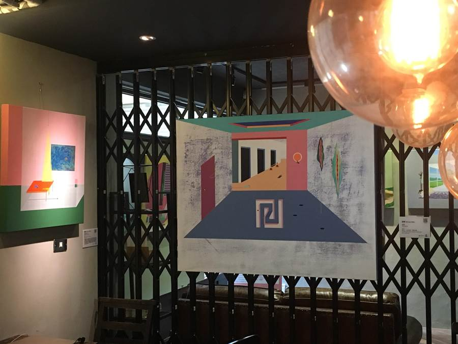 比漾廣場微型店在「未艾微藝廊」與藝術銀行合作「Room of Spring」展覽,7月17日前展出蔡依潔、葉樺、溫孟瑜3位年輕藝術家風格清新的畫作。(郭家崴攝)