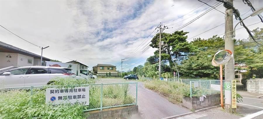 一名网友爆料,在日本自驾旅游时看到有台客租车占用超商停车格大半天,让他觉得超丢脸。(图撷自「爆废公社」)