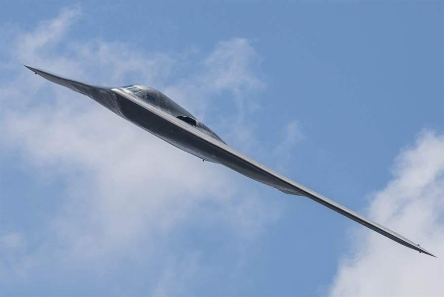 美國的戰略核武三支柱都面臨過於老舊的問題,在過去20年內讓中俄兩國取得了非對稱性優勢。圖中美國長程隱形戰略轟炸機B-2雖已服役20餘年,但仍是美國最先進的長程轟炸機。(圖/美國空軍)