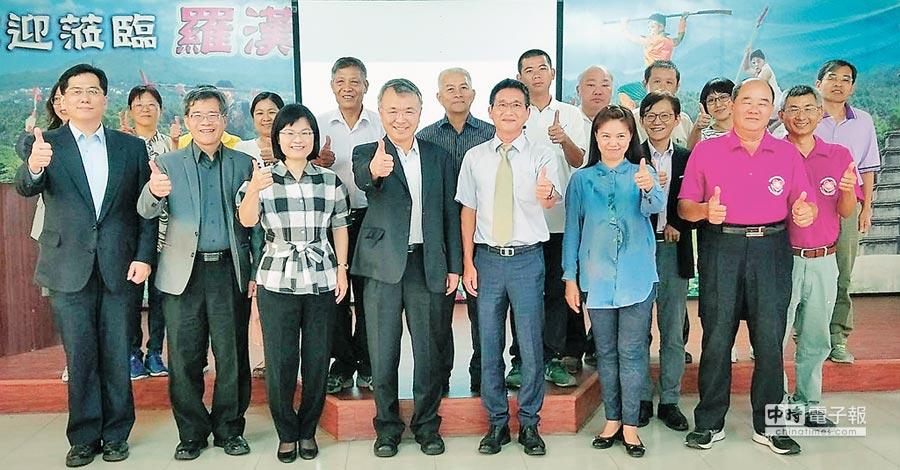 義守大學團隊與高雄內門區公所簽訂MOU,共創內門新生機。(義守大學提供)