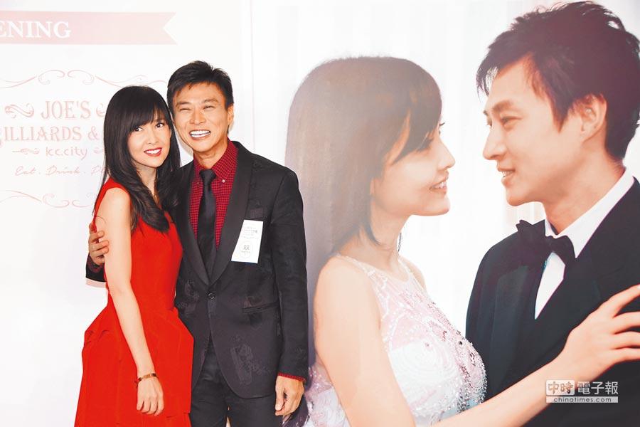周慧敏(左)與倪震結婚10年。(資料照片)