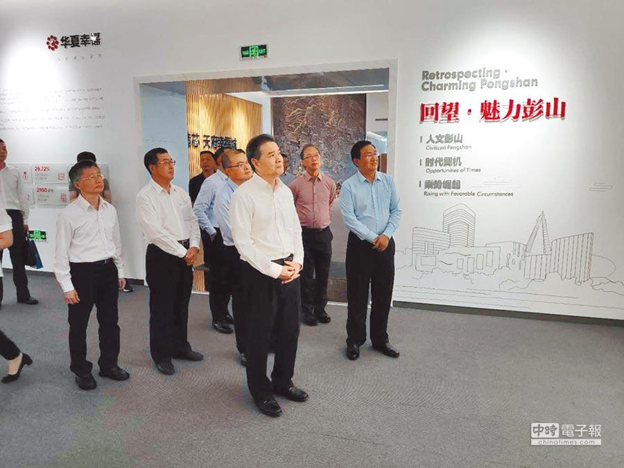陳瑞隆一行參訪海峽兩岸產業合作區眉山產業園。