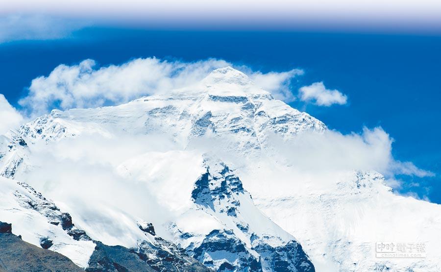 2018年8月31日,在珠峰大本營拍攝的珠穆朗瑪峰。(新華社)