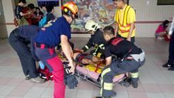 電動輪椅撞破火車站電梯門 男墜電梯井