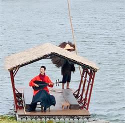 農夫成擺渡人 台東大坡池上唱南管