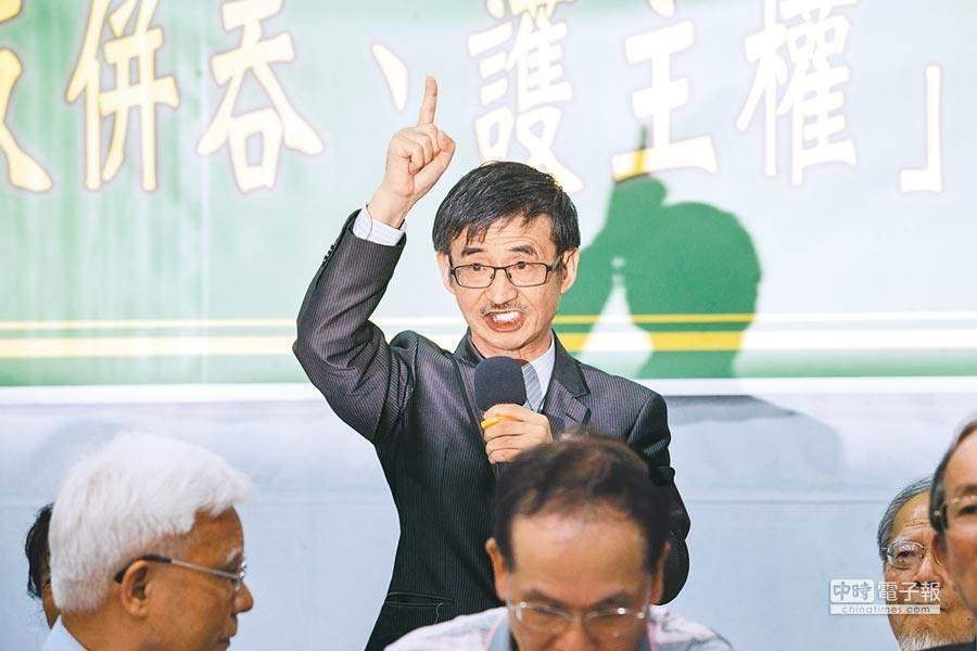 作家吳祥輝25日語出驚人,辱罵蔡總統,還喊出「蔡英文不倒,台灣不會好」,台灣社緊急聲明切割。(郭吉銓攝)