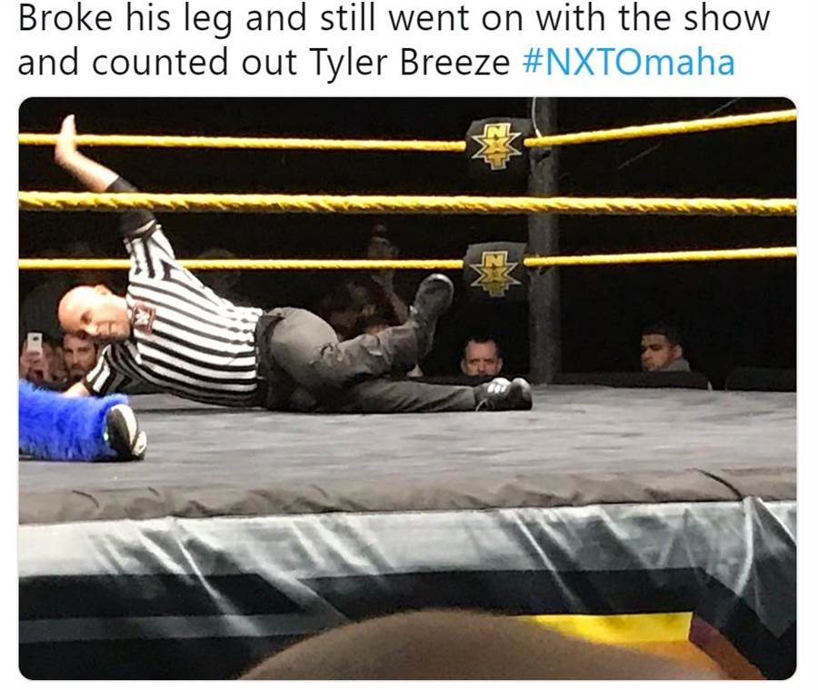 NXT裁判卡斯特扭傷腳踝仍奮力倒數。(摘自推特@pwguru65)