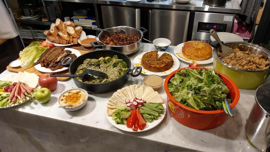 比漾廣場微型店私廚食演以中西式共14道料理和甜點以饗當晚入住來賓。(比漾廣場提供)