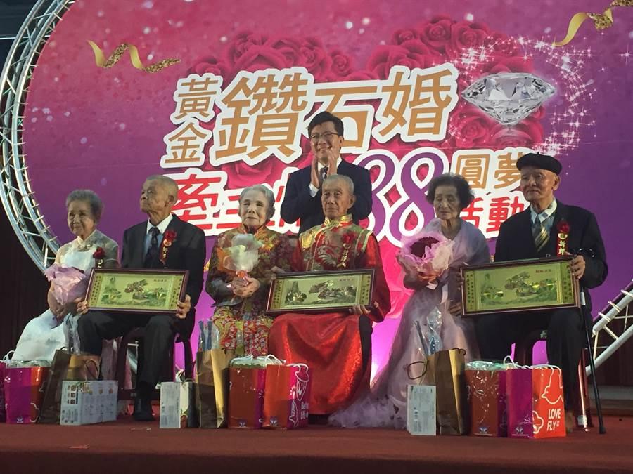 統一企業慈善事業基金會表揚88對結縭58年以上銀髮佳偶。(曹婷婷攝)
